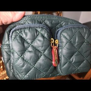 Quilted savoy cosmetic bag. Color: Mallard